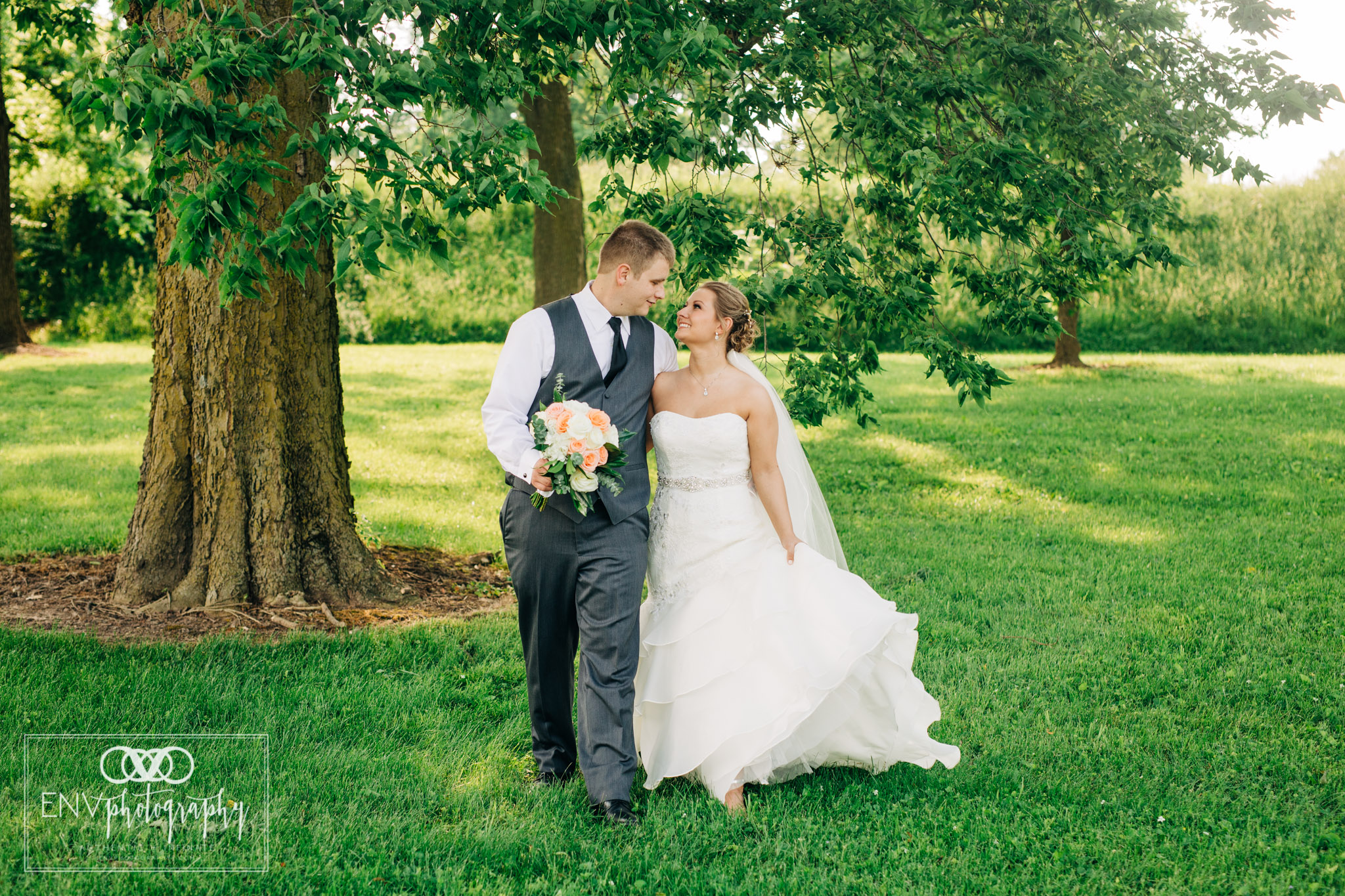 mount vernon newark ohio wedding photographer (33).jpg