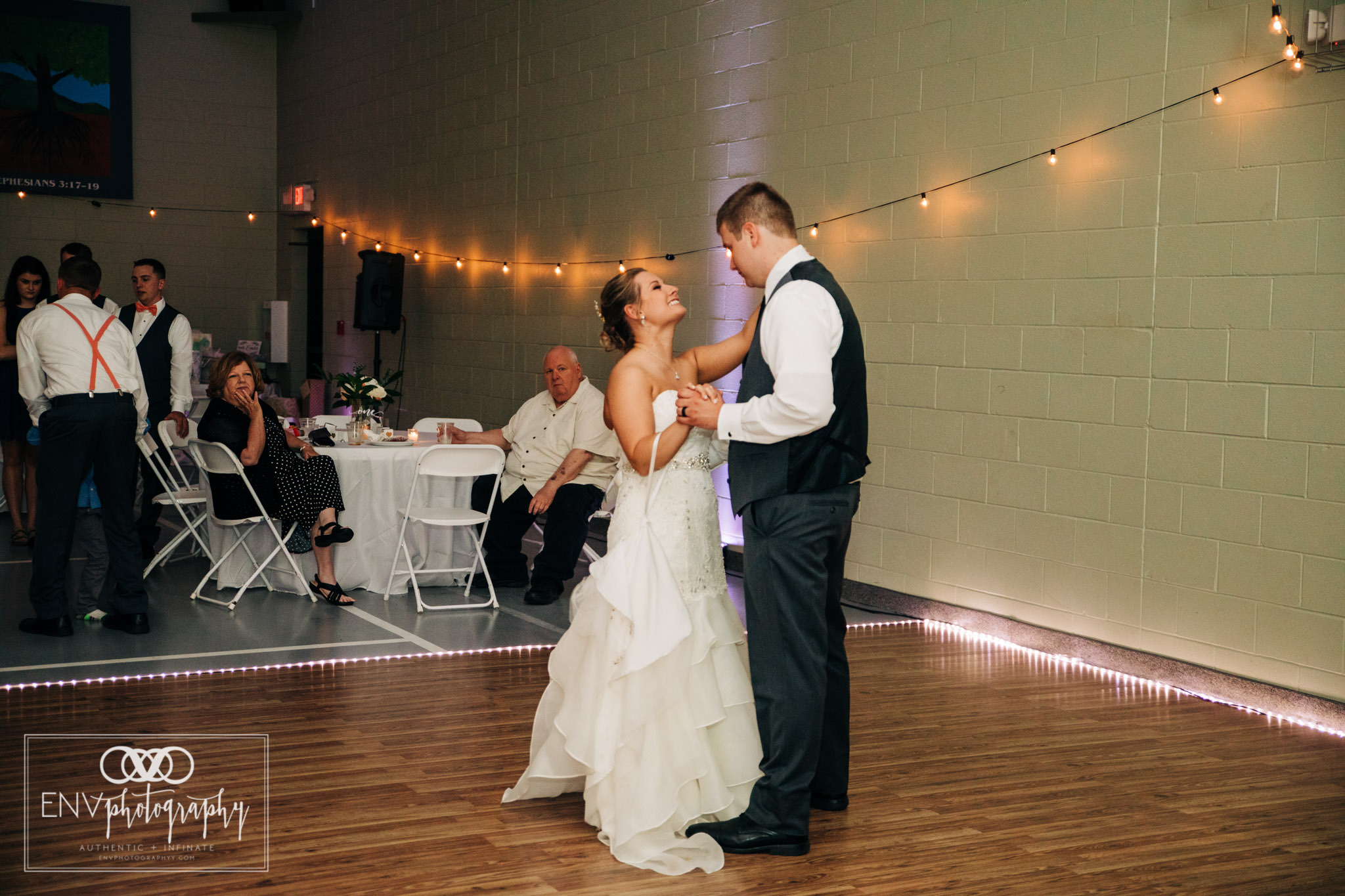 mount vernon newark ohio wedding photographer (41).jpg