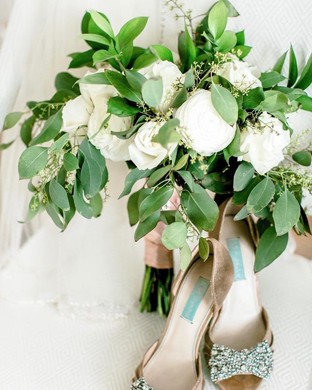 If it was socially acceptable, I'd just post beautiful classic bouquets everyday, all day!