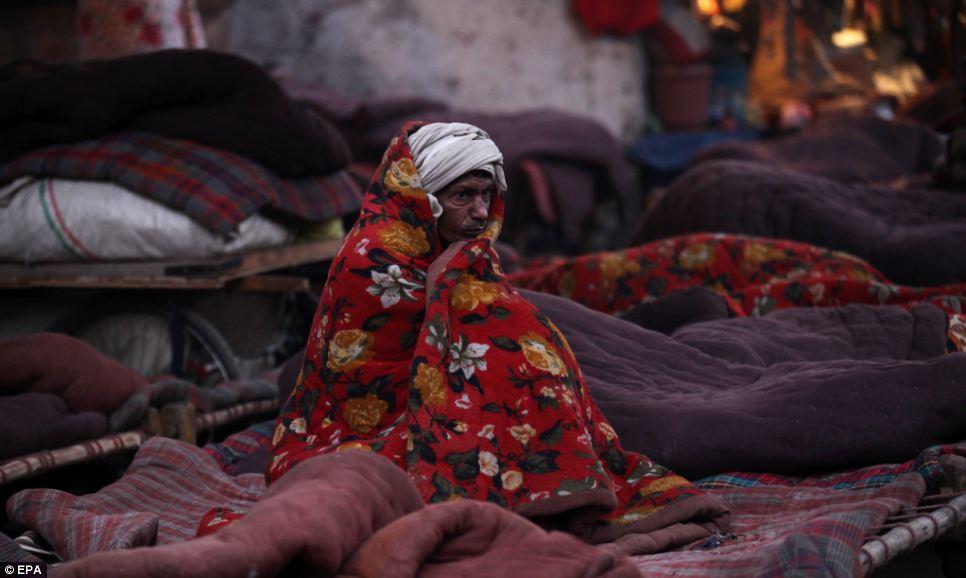Image Courtesy:http://www.dailymail.co.uk/news/article-2533435/Freezing-slums-India.html
