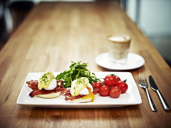 Cafe Melba - Eggs Benedict.jpg