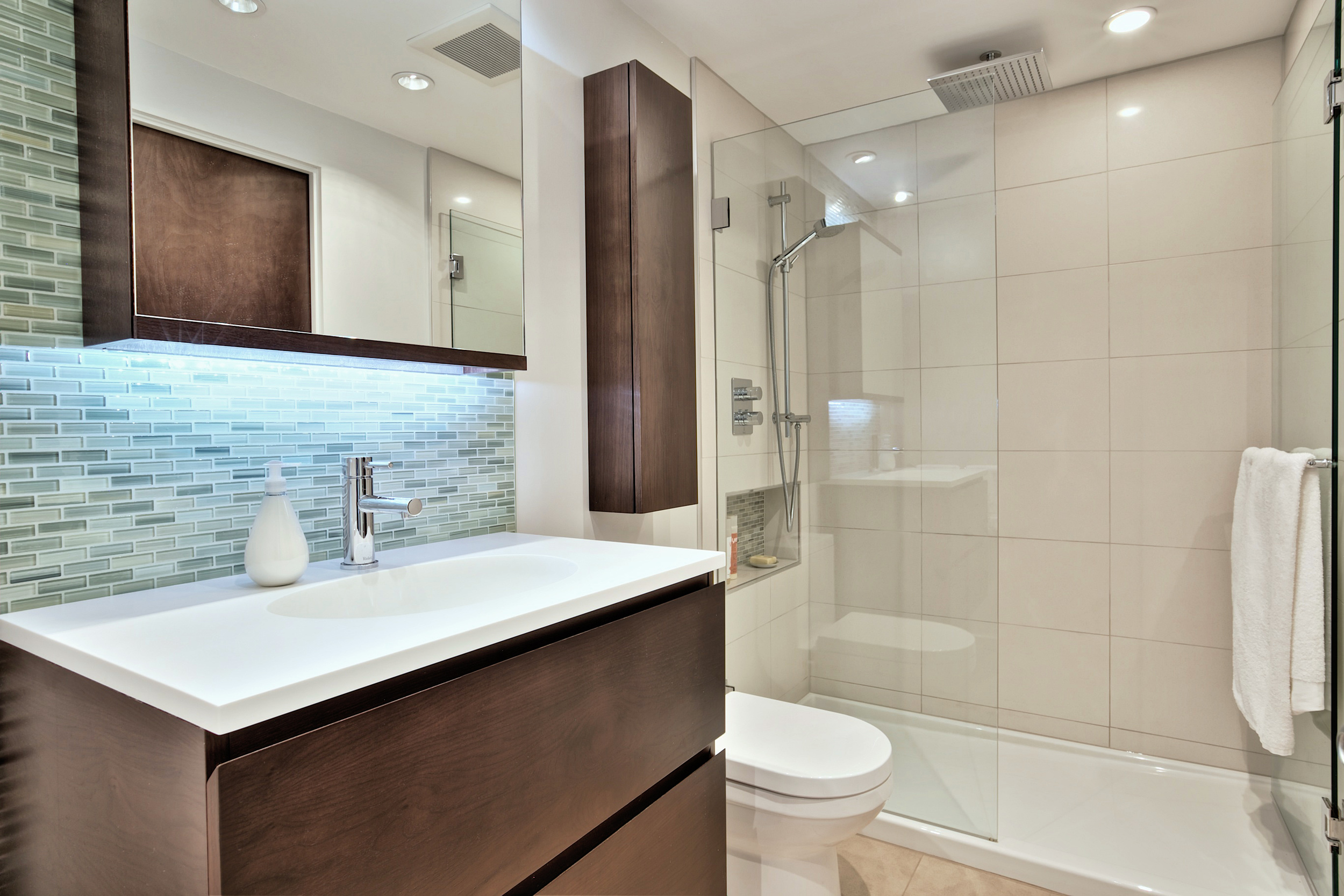 Bathroom Cy 1.jpg