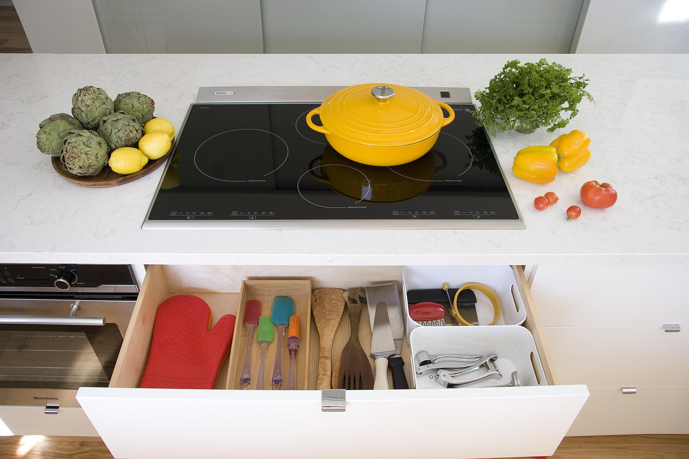 under cooktop drawer hz.jpg