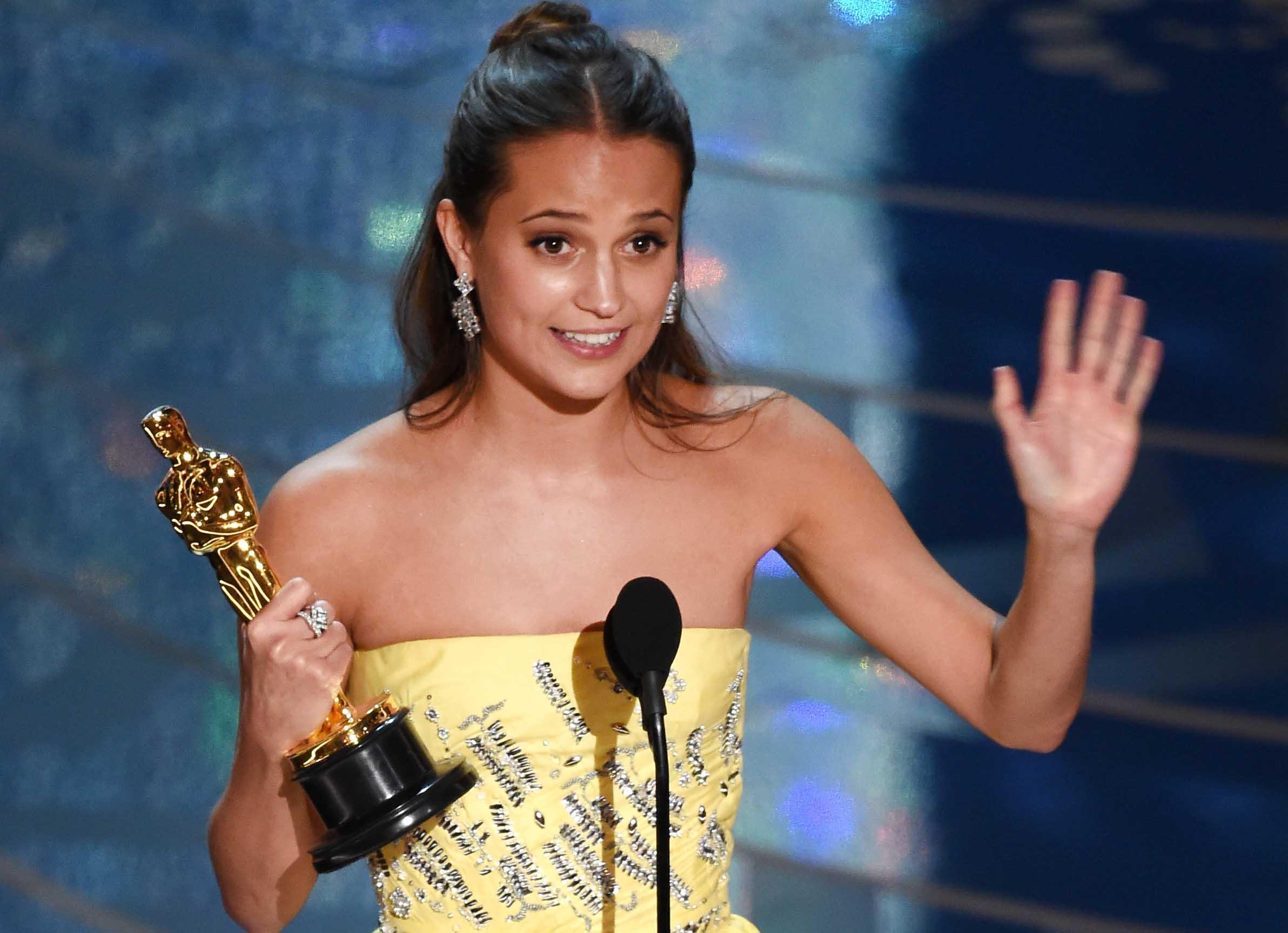 Oscars_Alicia-Wikander.jpeg