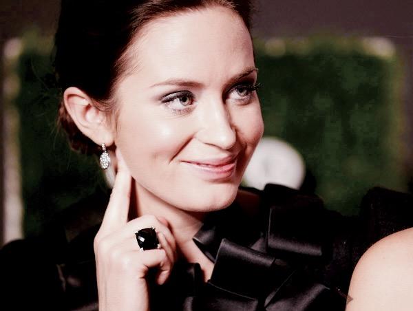 HE_Emma-Blunt_Black-Jewellery.jpg