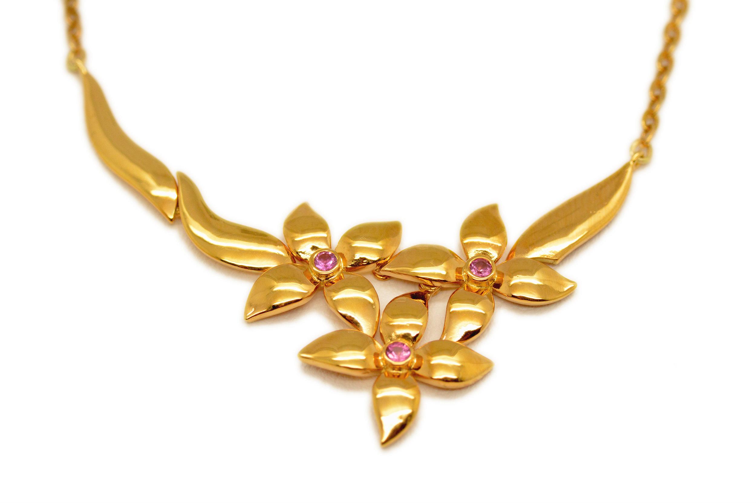 Blommigt-Halsband.jpg