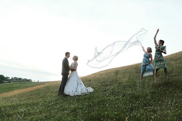 Nailed it 👌🏻⠀ ⠀ ⠀ ⠀ ⠀ ⠀ ⠀ ⠀ #outtakes #enthusiasm #wedding #bridesmaid #teamwork #cumbriawedding  #weddingphotographer #ukwedding #ukphotographer #photographer #photography #married #engaged #radstorytellers #weddingdetails #weddingseason #bride #weddingvenue #lookslikefilmweddings #photobugcommunity #junebugweddings #weddingdayready #veil #edenvalley #leeds