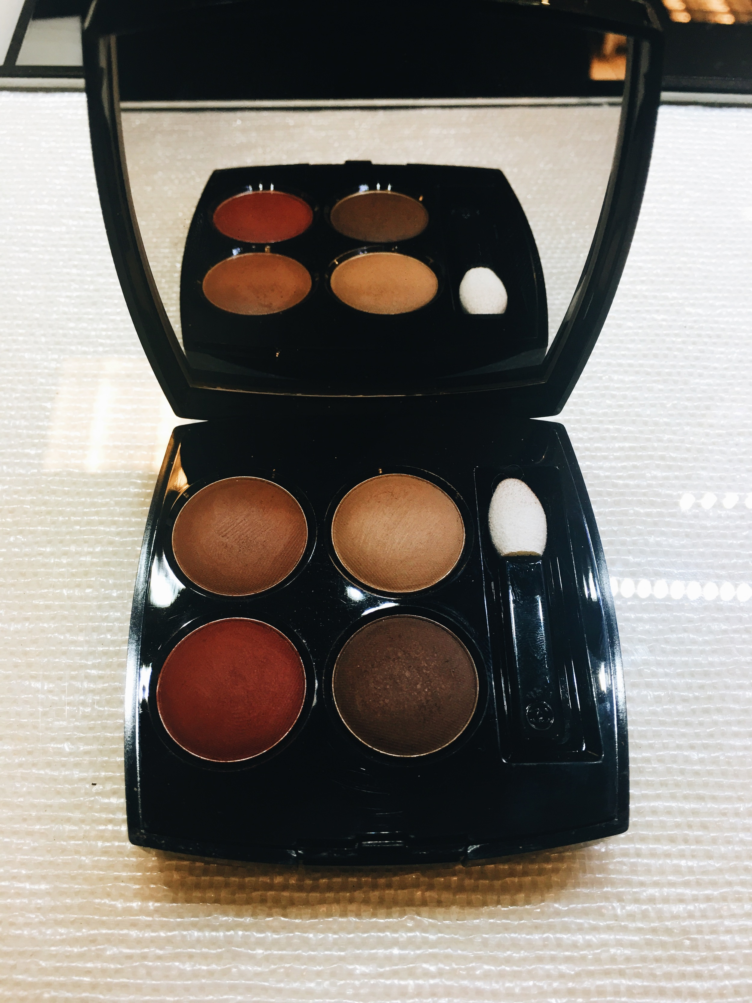 Les 4 Ombres Multi- Effect Quadra Eyeshadow //Name : Candeur Et Experience