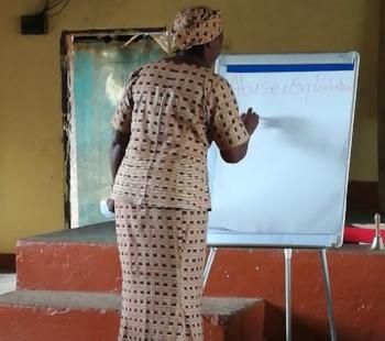 Maestra enseñando Street Child