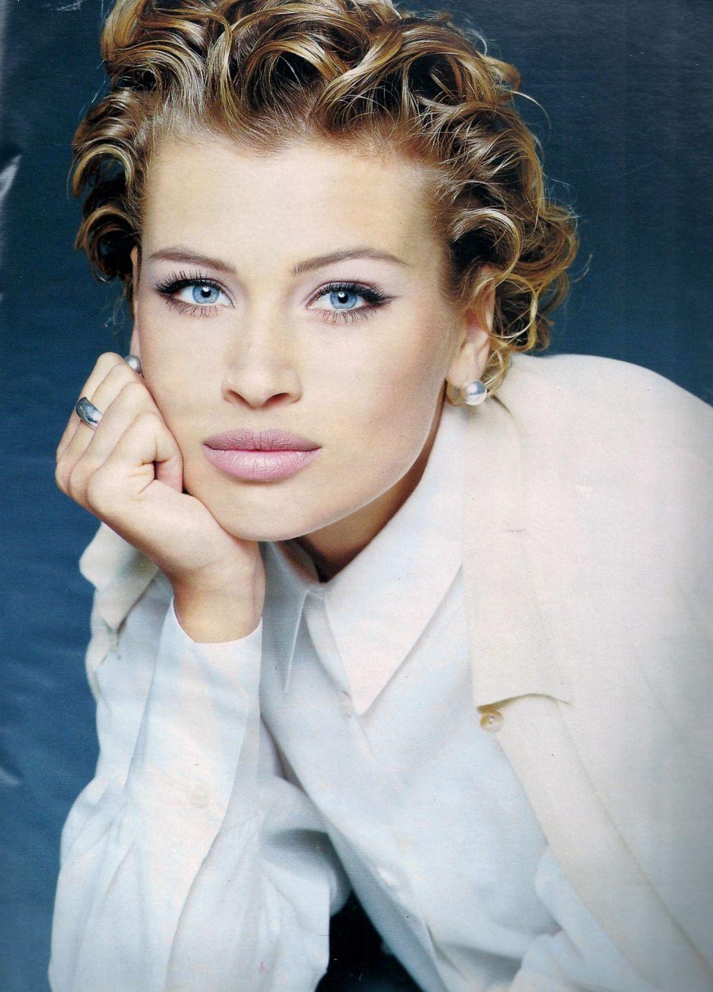 Elle (France) February 1992 | Daniela Pestova 04.jpg