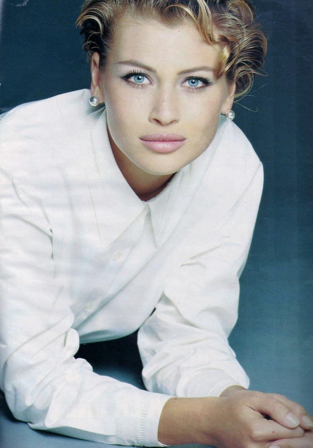 Elle (France) February 1992 | Daniela Pestova 08.jpg