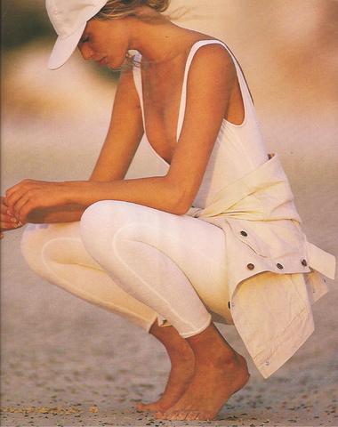 Elle (US) January 1990 04.jpg