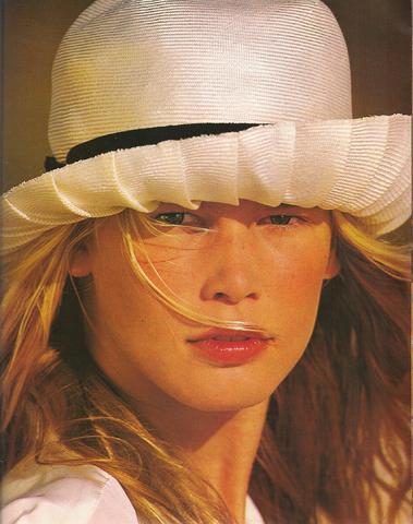 Elle (US) January 1990 07.jpg