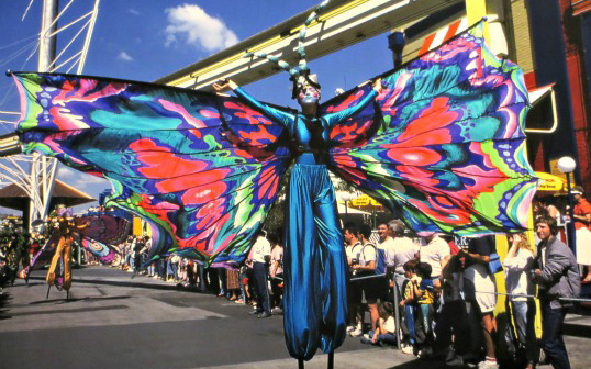 World Expo 88   Street Performer
