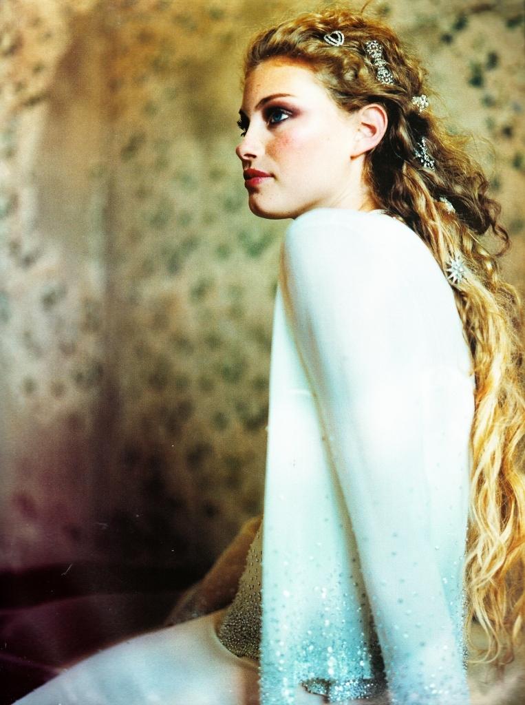 Vogue (Australia) June 1998 | Alyssa Sutherland 03.jpg