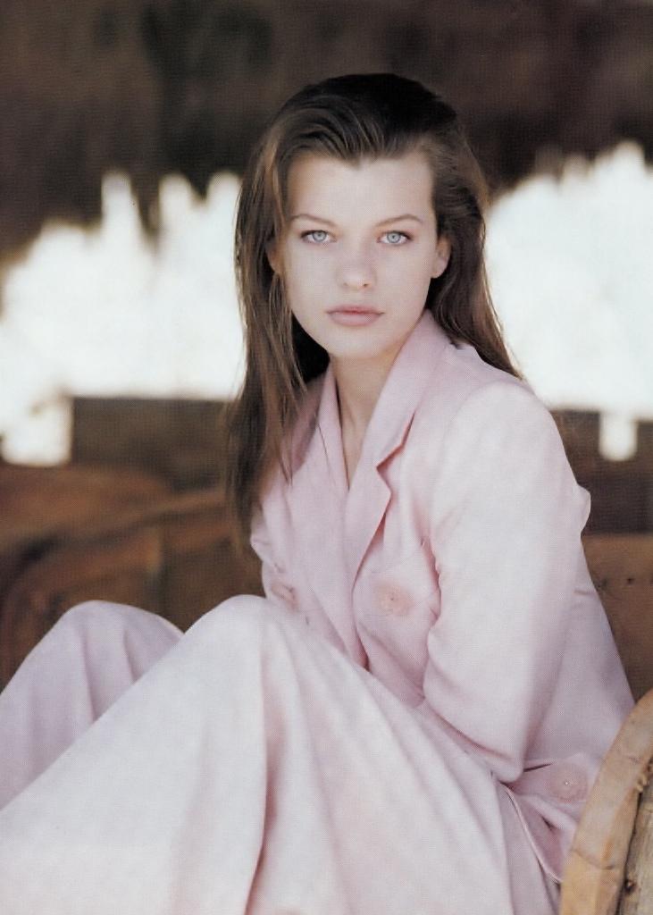 Elle (Australia) October 1991 | Milla Jovovich 04.jpg