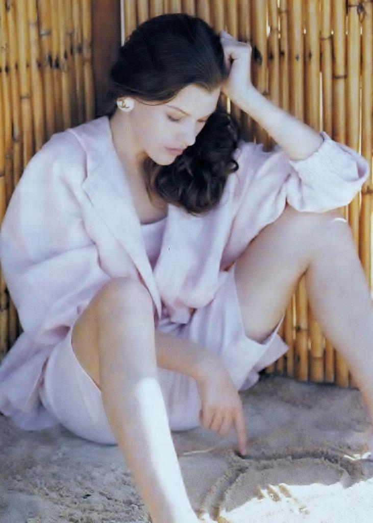 Elle (Australia) October 1991 | Milla Jovovich 05.jpg