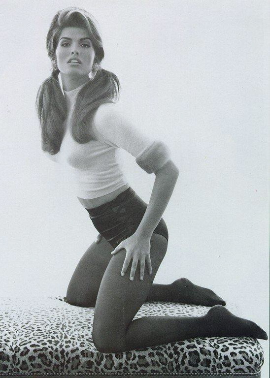 Vogue (Italia) October 1991 | Shana Zadrick by Steven Meisel 06.jpg