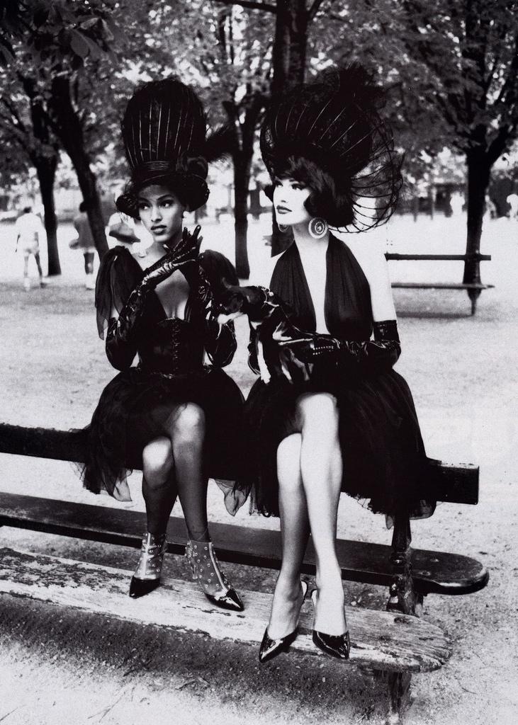 Vogue (US) October 1991 | Karen Mulder 06.jpg
