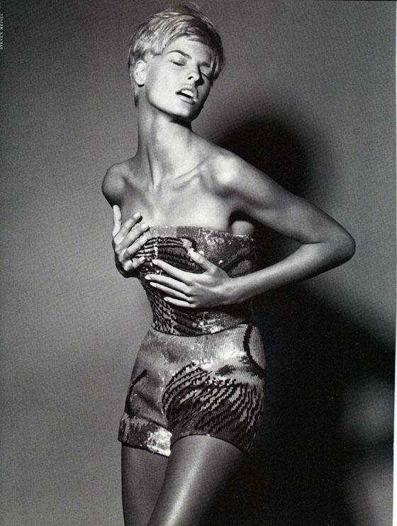 Vogue (Italia) January 1991 | Linda Evangelista 07.jpg