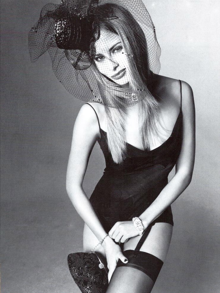 Vogue (Italia) July 1994   07 Niki Taylor.jpg