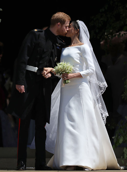 Prince-Harry-Meghan-Markle-kiss-outside-chapel-a.jpg
