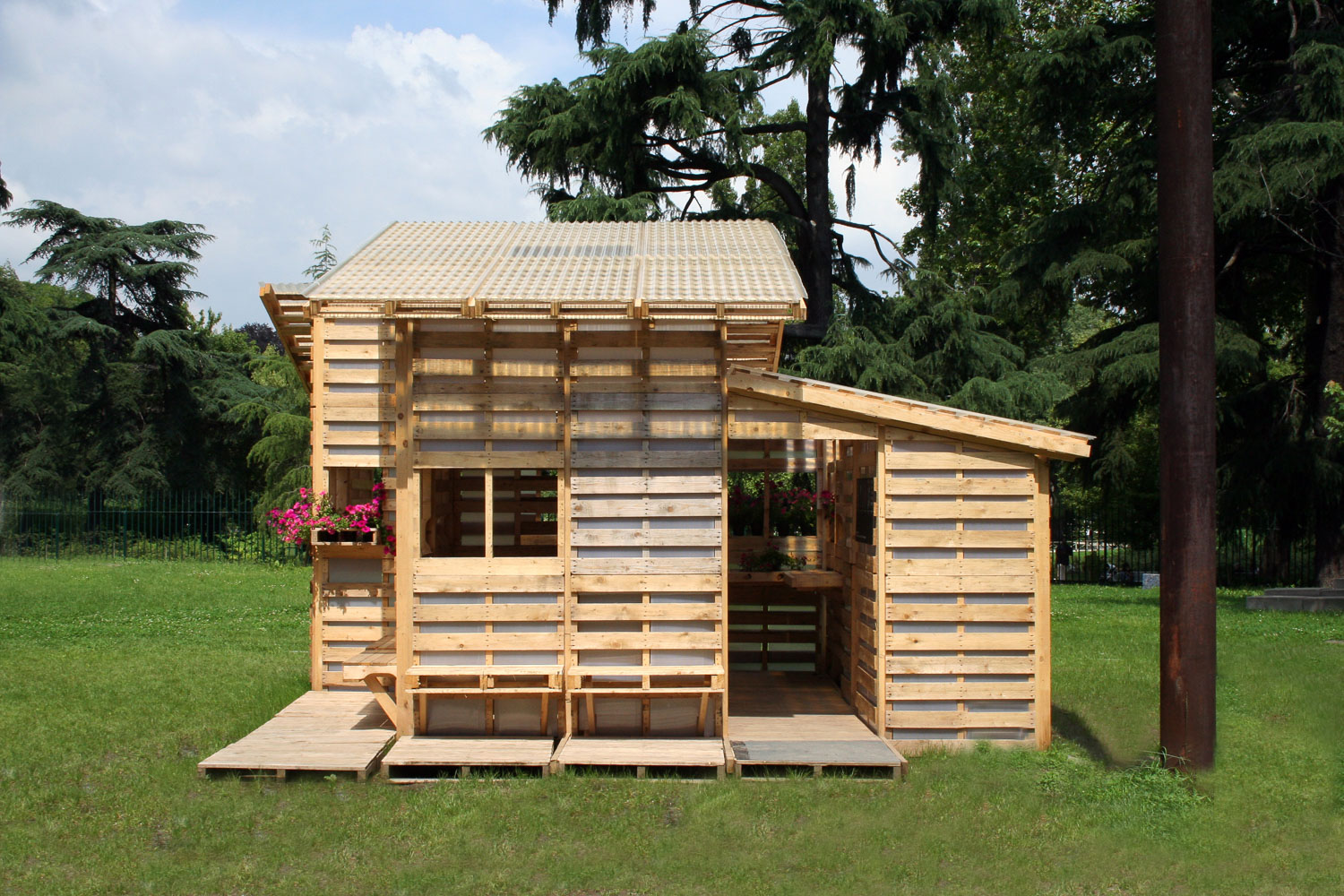 Pallet House from exterior entrance _ Milan photo by Gabriel Neri.jpg