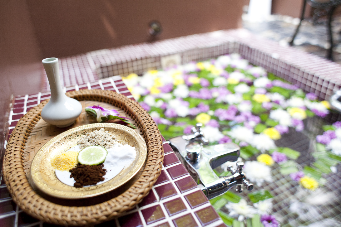 shallow-depth-spa-massage-setting-with-thai-herbal-compress-stamps_Hwe-Op1_3Ge.png