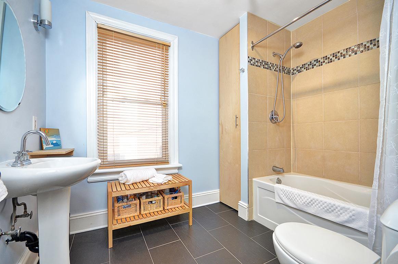 018bathroom.jpg