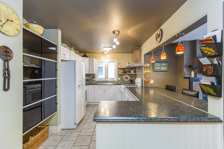 22 kitchen .jpg