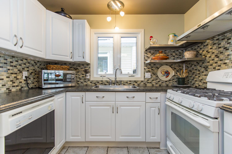 24 kitchen 2.jpg
