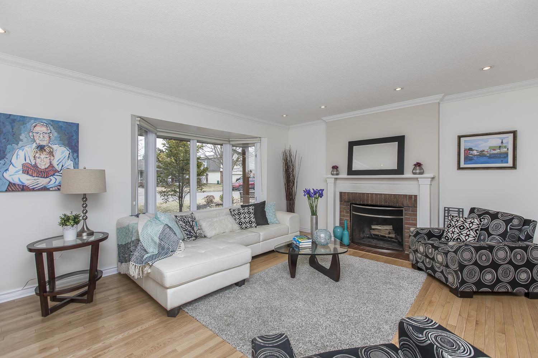 12 - Living room.jpg