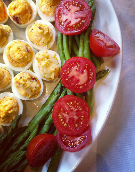 simple and statisfying egg & tomato platter