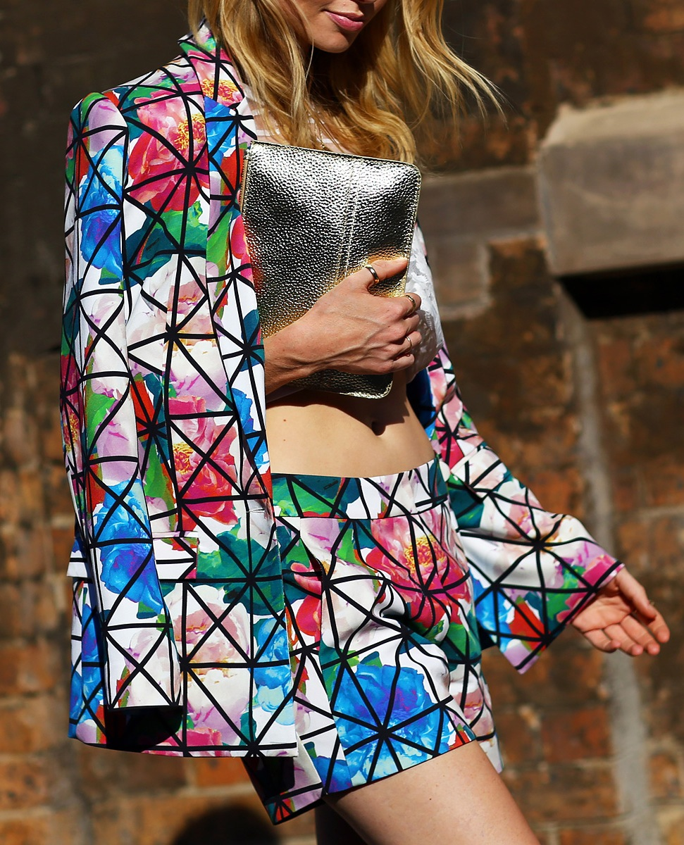 street-style-oversized-floral-prints-shorts-suit-graphic-print-lines-over-floral-print-jacket-and-shorts-silver-metallic-clutch-bag-thumb-ring-sydney-australian-fashion-week-hil-oh-vogue.jpg