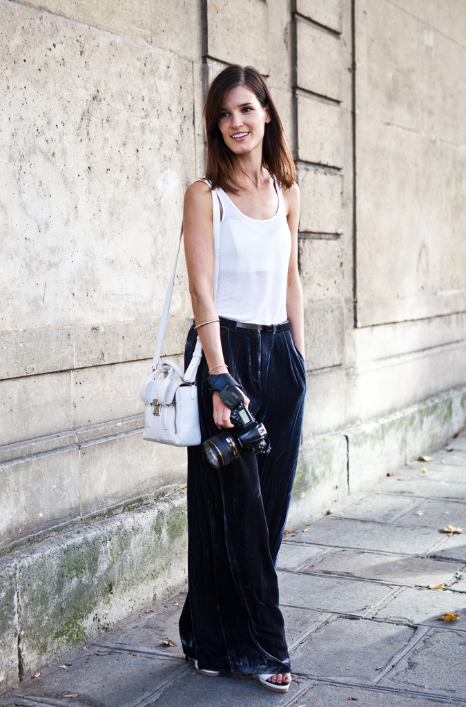HANNELI-MUSTAPARTA-BLOGGER-FASHION-WEEK-STREET-STYLE-VELVET-WIDE-LEG-PANTS-WHITE-TANKTOP-31-PHILLIP-LIM-MINI-PASHLI-SATCHEL-IN-WHITE-[1].jpg