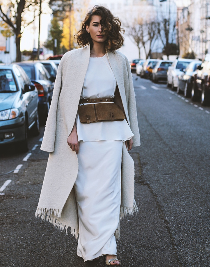 1.-suede-fanny-pack-belt-with-all-white-outfit[1].jpg