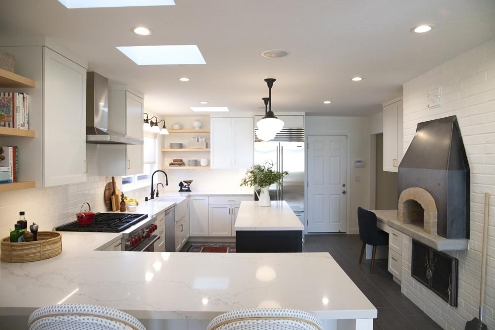 WhiteCabinets_kitchens_lamperti_image005.jpg