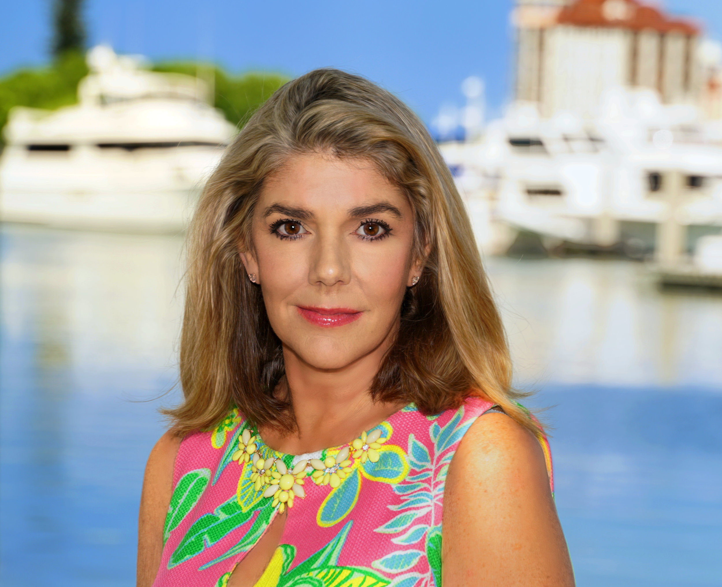 - Many on GGP know Cindy as an active real estate agent in Sarasota with Coldwell Banker Residential Real Estate. You may have seen her on GGP hosting open houses at One88 or met her at the last Meet & Greet at Toscano, where she prepared some spectacular home cooked dishes for GGPA members to enjoy.You may not know that Cindy has an impressive background in working on environmental issues relating to the Sarasota watershed. Cindy's interest in our Florida natural environment and waterways is longstanding.