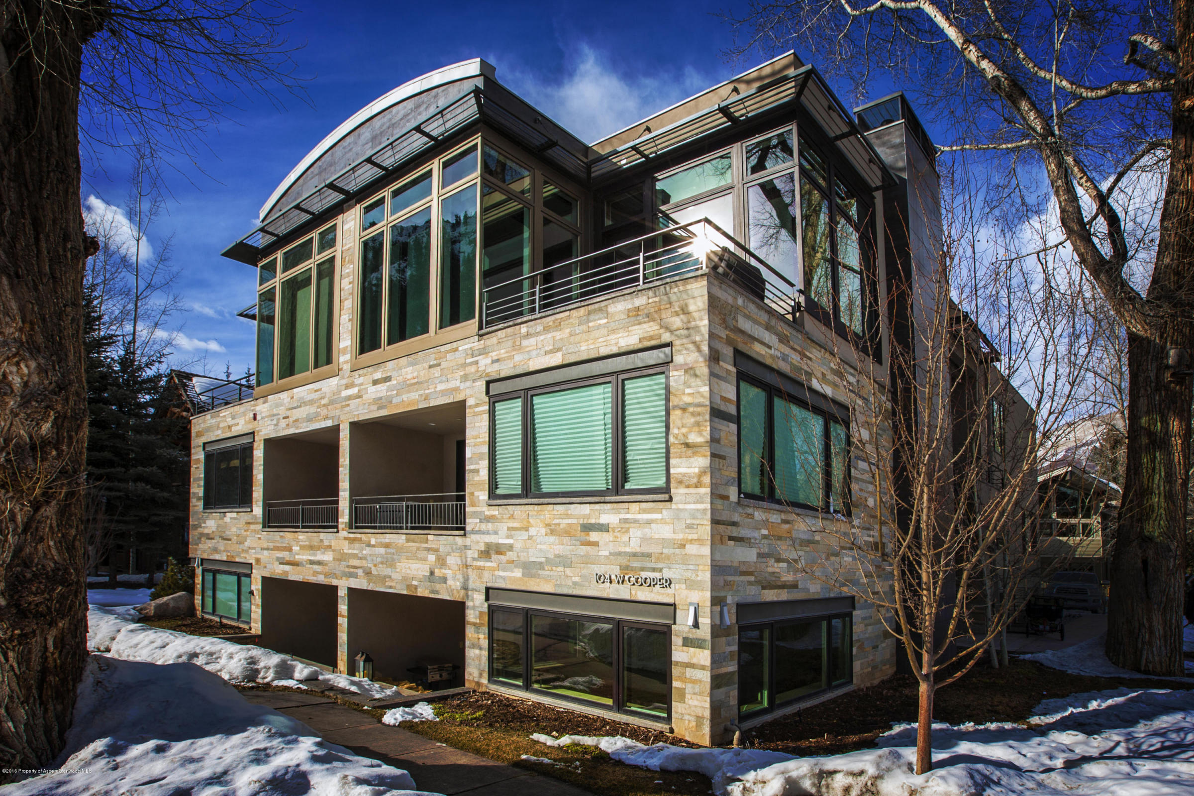 This is a quite location within walking distance to town, skiing, park and the bikeway. A special property with beautiful morning and evening views of Aspen Mountain.