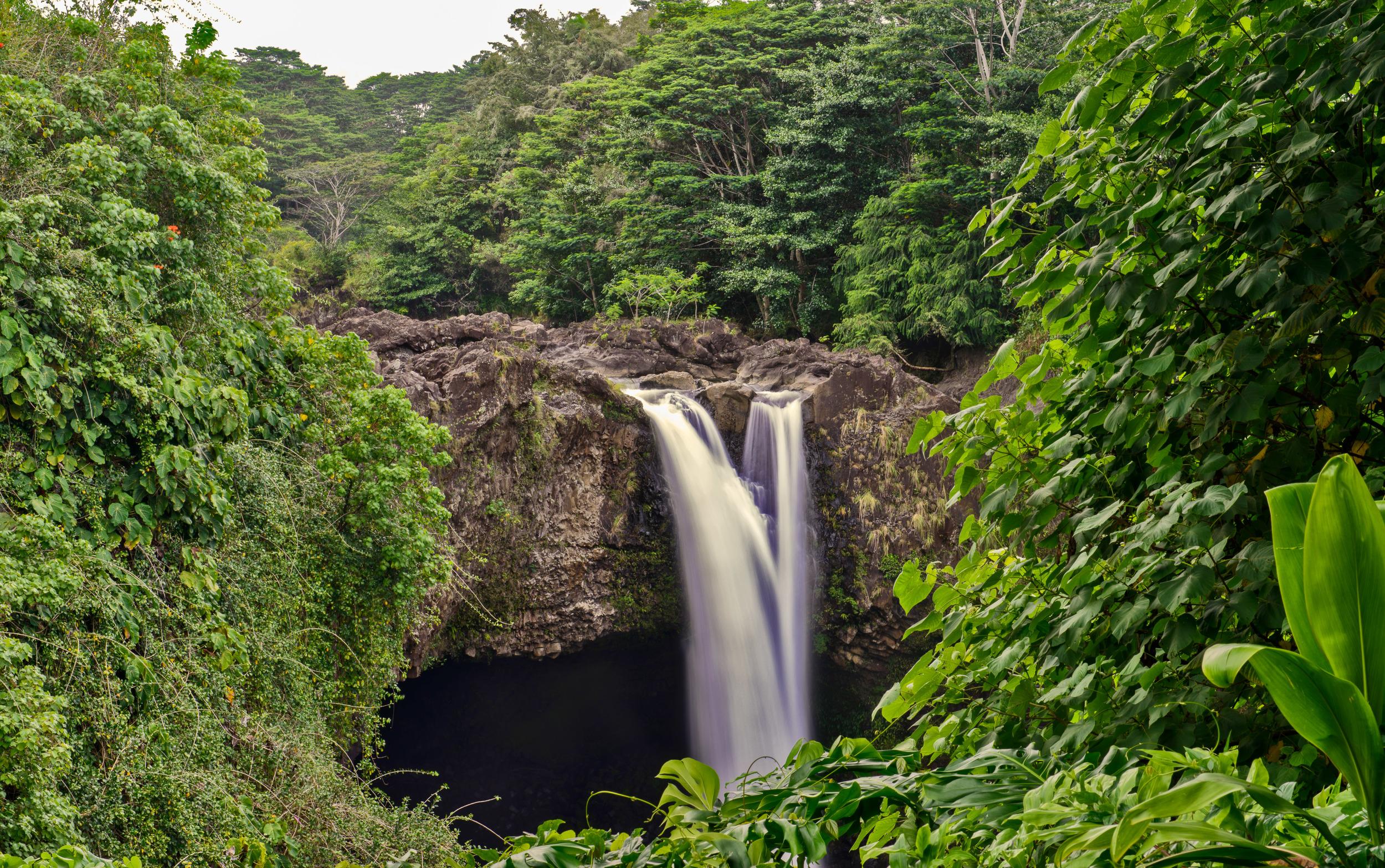 Lush green falls of Rainbow Falls | Hilo, HI