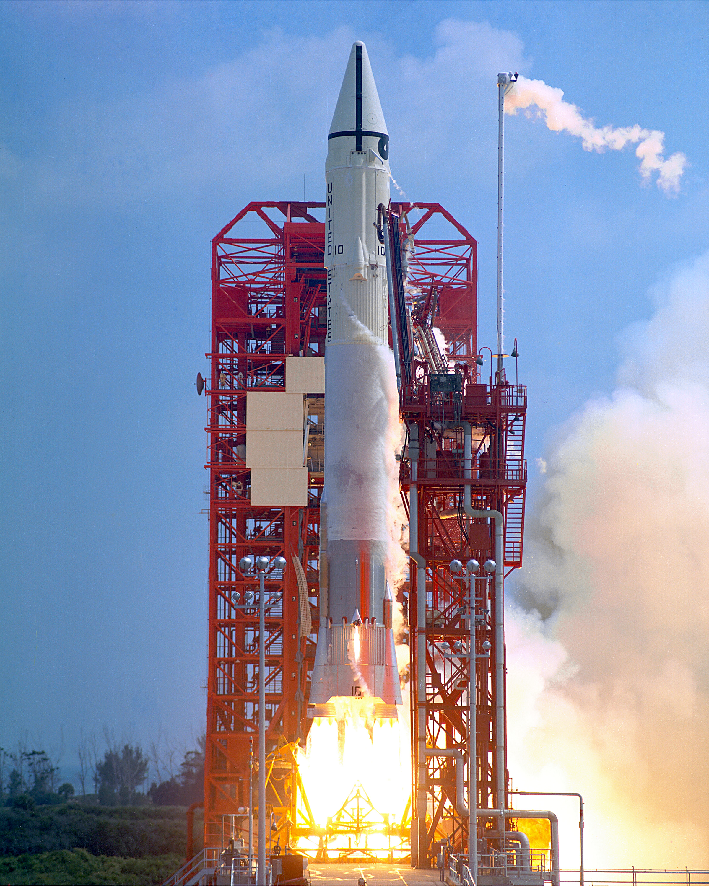 Surveyor_1_launch.jpg