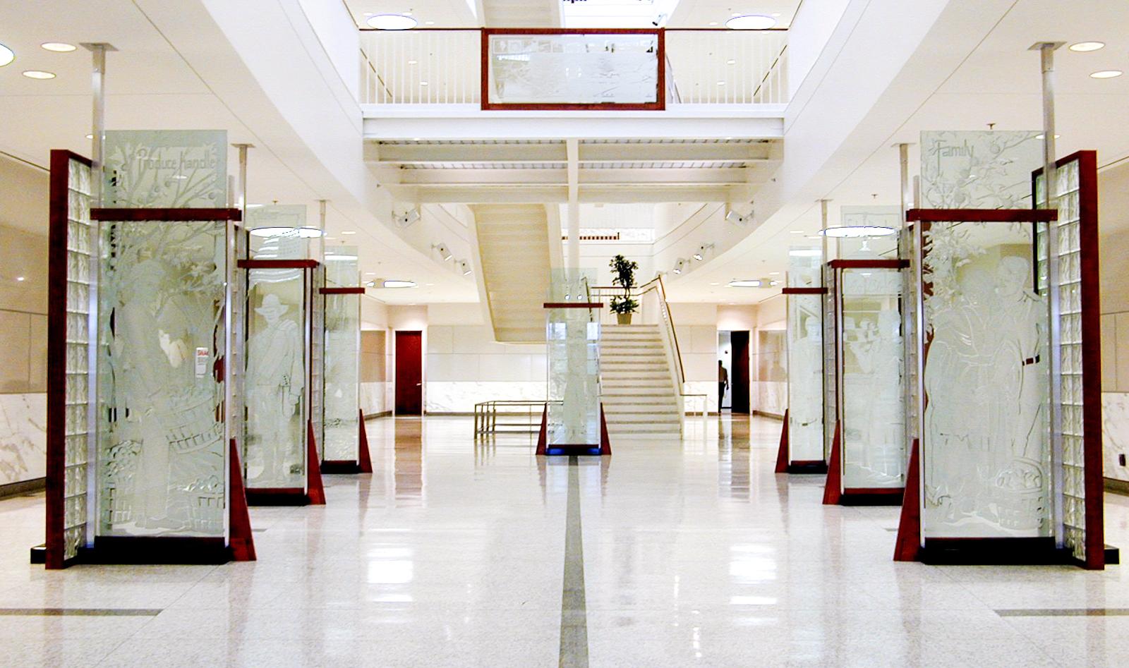 la-frontera-brownsville-courthouse-pegasus-studio-inc-etched-glass-sculptures-1.jpg