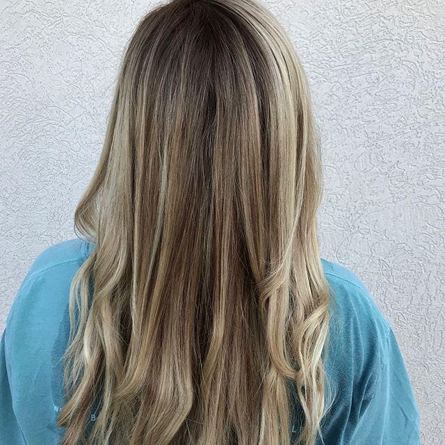 •lived in blonde• By Aleigh M. #balayage #btc #blondehair #blonde #longhairdontcare #modernsalon #americansalon #licensedtocreate #haircolor #hairofinstagram