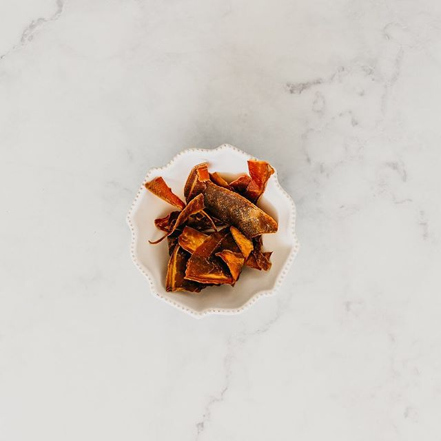 #Tuesday calls for a little #papayajerky bowl action.✨ Packed with vitamin C, vitamin A, & Papain for a healthy digestion!👊🏻 📍Available in: @superselectos @thegreencornersv  @soyanutribar @shopmiaboutique