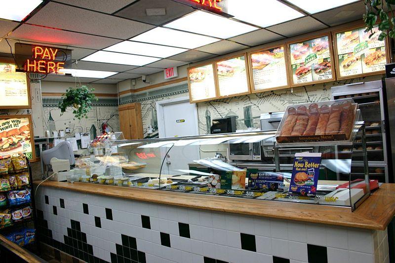 800px-Subway-restaurant (1).jpg