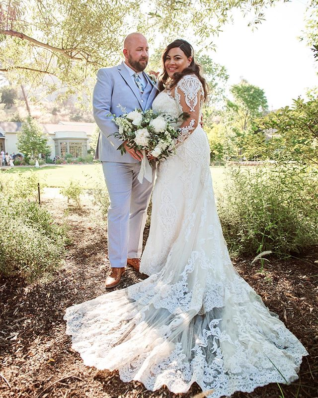 Congratulations to Tim and Priscilla! Their @maliboulakelodge wedding was pure magic ✨. Thanks for letting us be apart of it. 💕 . . . #betsyandgregoryphotos #malibuwedding #maliboulakelodge #malibu #weddingphotography #weddingphotographer #brideandgroom #weddinginspiration #weddingseason #weddingphotos #brideandgroom #realwedding #weddingblog #weddingmakeupinspiration #californiabride #happilyeverafter #herecomesthebride #nikon #bridalphotos #theknot #weddingchics #weddingwire #ruffledblog #magnoliarouge #marthastewartweddings