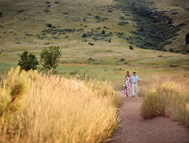 Golden fields and green hills 🌾💚 . . . . #betsyandgregoryphotos #elopementphotos #goldenhour #goldencolorado #realcouple #denverbride #denverweddingphotographer #mountainweddings #sunset #weddingphotography #weddingphotographer #nikon #brideandgroom #weddingblog #weddinginspo #weddinginspiration #elopement #coloradobride #mountainbride #rockymountains #denver #303 #weddingseason #marriage #instawedding #weddingphotos #weddingphotoinspiration