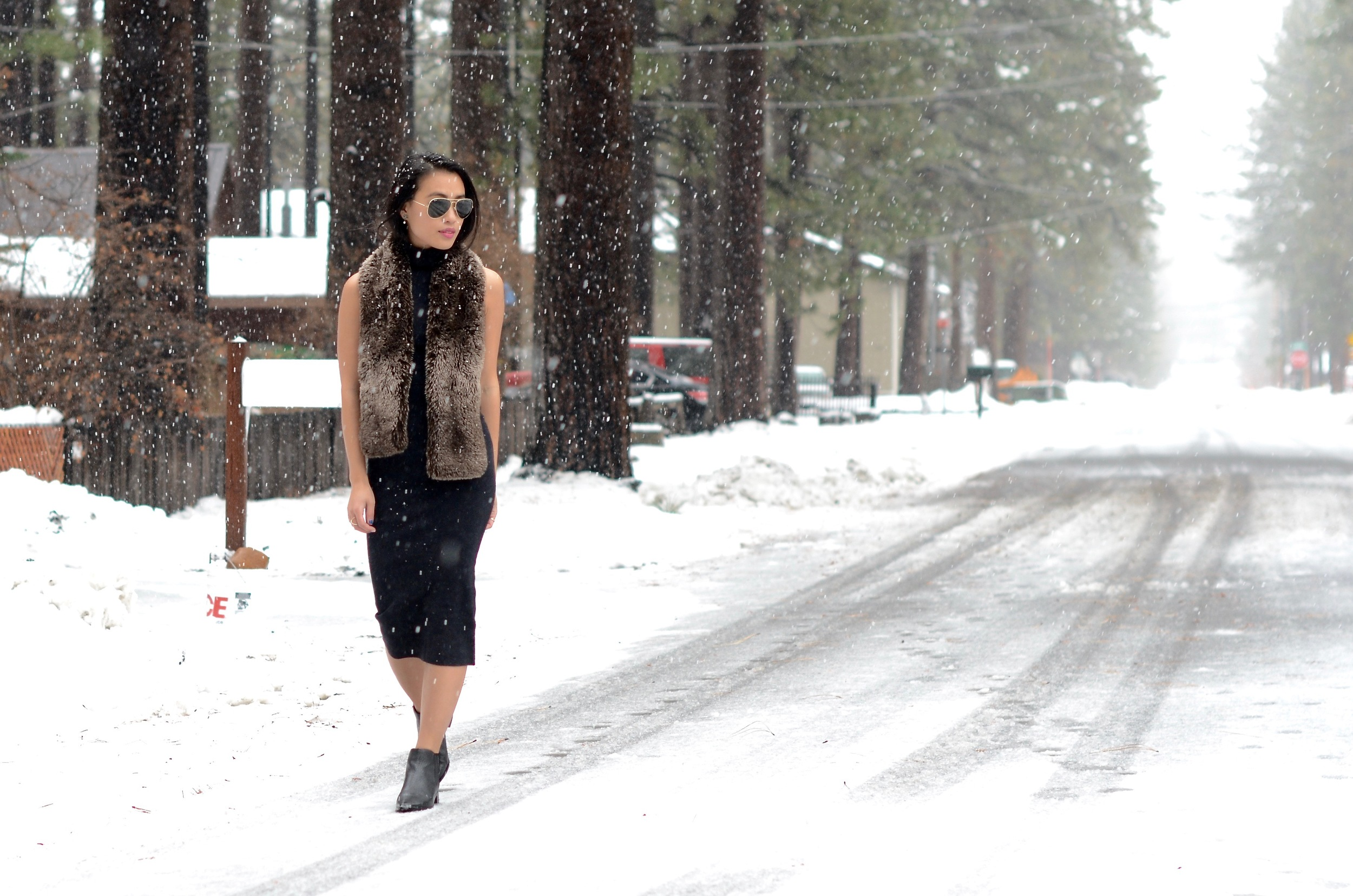 Just Goh With It-Travel-California-Lake-Tahoe-Zara-Turtleneck-Knit-Dress-Fur-Scarf-Massimo-Dutti-Ankle-Boots-6.jpg