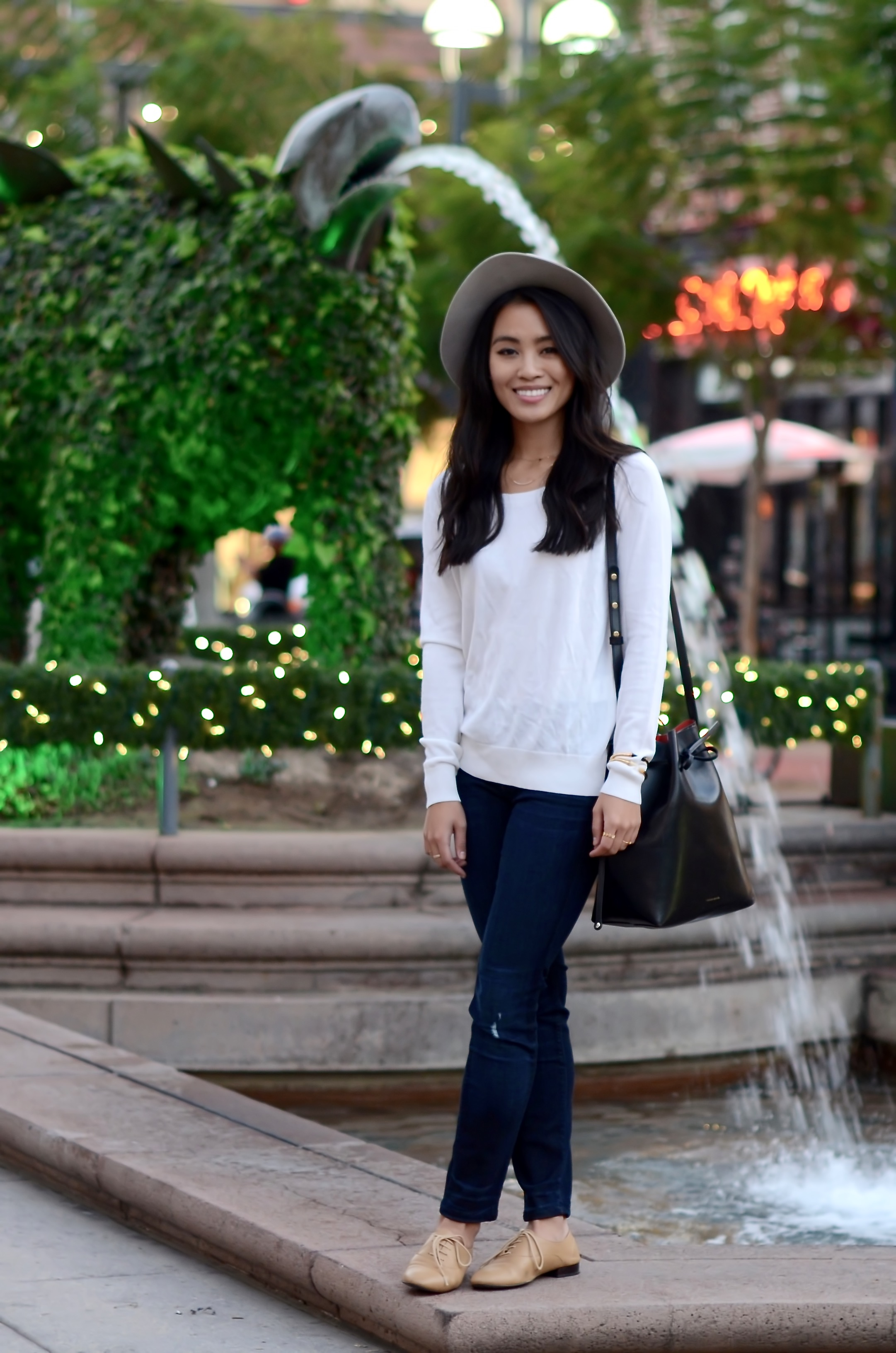 Just Goh With It-los-angeles-style-fashion-blogger-Outfit-Sandro-Knit-Sweater-mansur-gavriel-bucket-bag-4.jpg