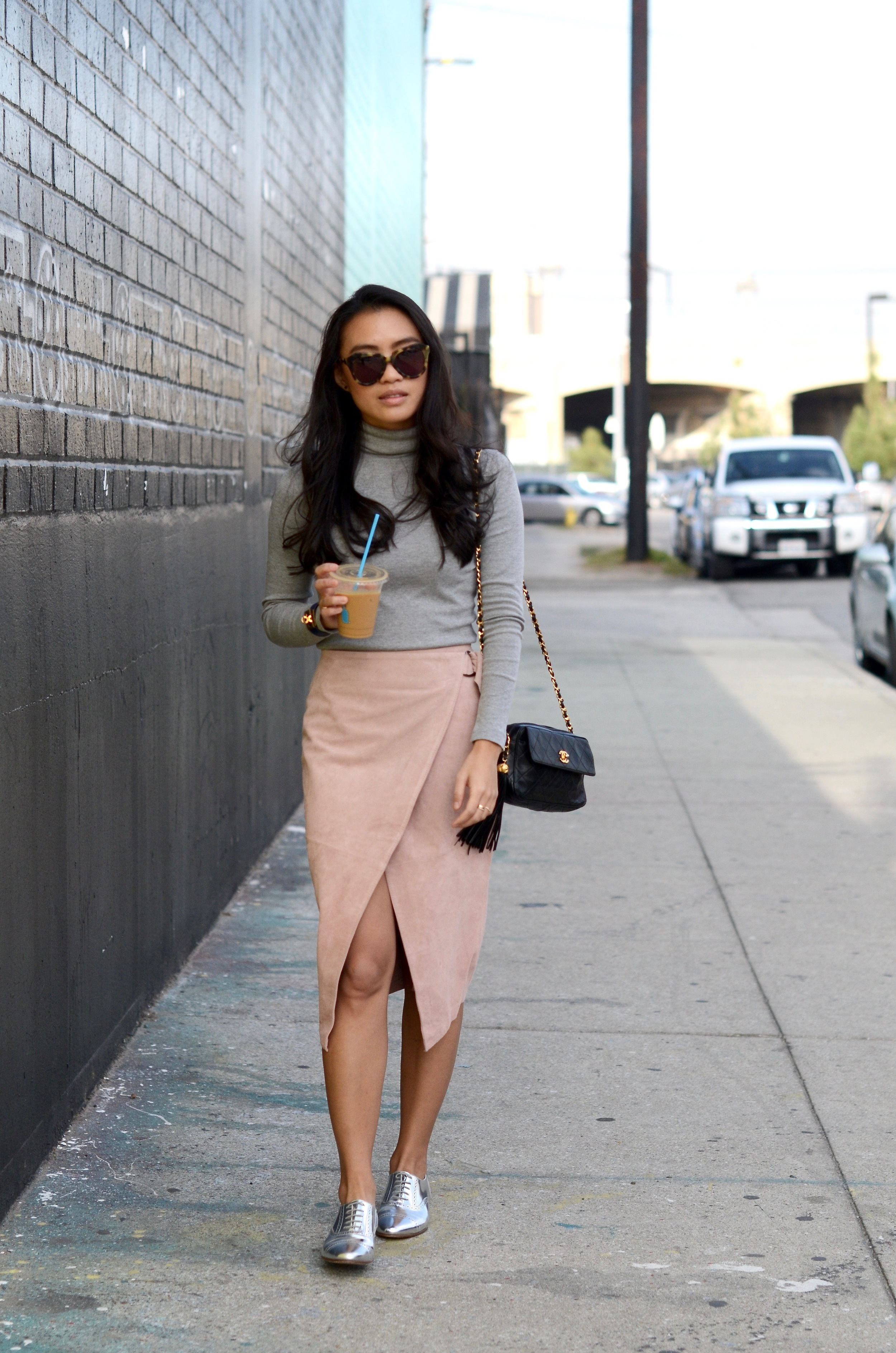 Just Goh With It-Outfit-Turtleneck-suede-wrap-slirt-vintage-chanel-metallic-oxfords-9.jpg